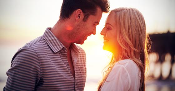【恋愛心理】ポイントは3秒!見つめ合うと好きになる理由とは