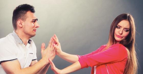 女性が脈なし男にみせる、男性の心を打ち砕くデート中の言動10選